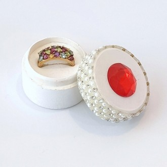 Pudełeczko na pierścionek z czerwonym kryształkiem