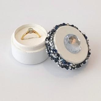 Pudełeczko na pierścionek z kryształkiem