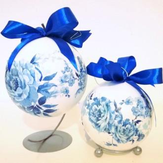 Bombka z niebieskimi różami
