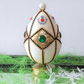 Biżuteryjne jajo ze spękaniami