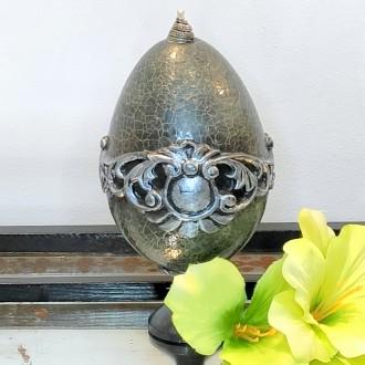 Małe barokowe jajo na nodze