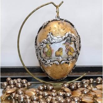 Akrylowe jajo z kurczakami i płatkami złota