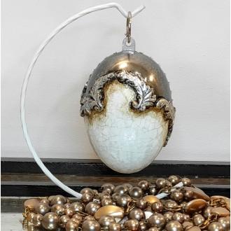 Lustrzane jajo ze spękaniami i płatkami srebra