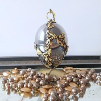 Lustrzane jajo z reliefami i płatkami złota
