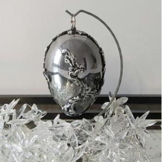 Lustrzane jajo z płatkami srebra