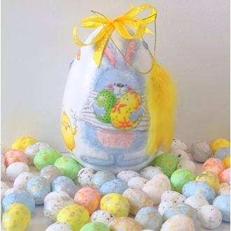 Jajo z króliczkiem i piórkiem